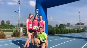 Dziewczyny po biegu na 1km z nowymi życiówkami