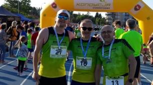 Damian, Marek i Marcin szczęśliwi po biegu